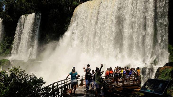 Puerto Iguazú entre los cinco destinos más elegidos por los turistas para viajar en la temporada de verano