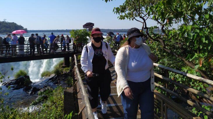 Iguazú se entusiasma con la llegada de turistas en el inicio de la temporada