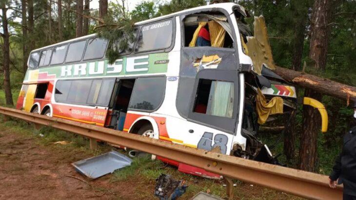 GOBERNADOR ROCA: Un fallecido y varios heridos por el choque y posterior despiste de un colectivo de media distancia